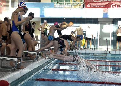 4 Start des 24-Stunden Schwimmens