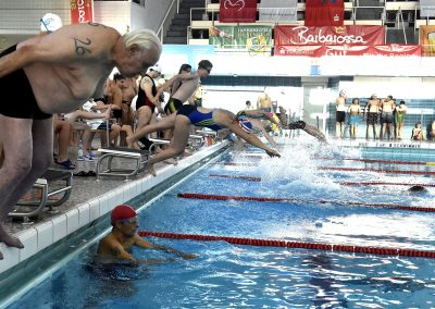 6 Start des 24-Stunden Schwimmens